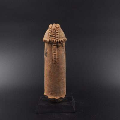 Marqueur de tombe phallique