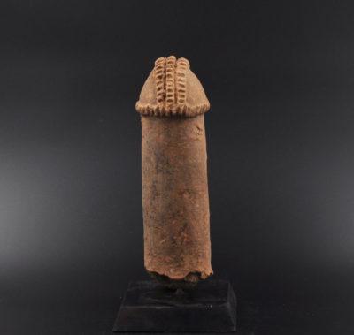 Marqueur de tombe phallique Bura
